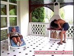 Hardcore Granny braucht jungen Schwanz